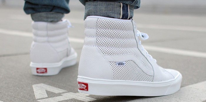vans-sk8-blanches-montant-hi-old-skool-authentic-cuir-blanc-aere