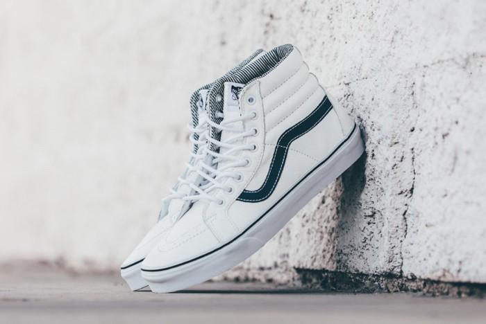 vans-sk8-hi-cuir-chaussures-skate-montant-blanches-bleu-marine-old-skool