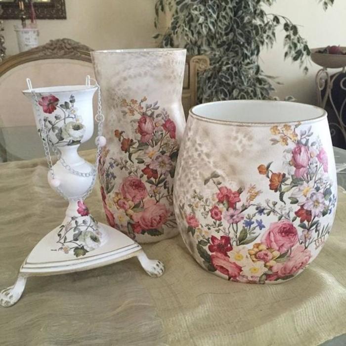 vase-de-fleurs-decores-de-motifs-floraux-technique-serviettage-idee-decoration-objet-charmante