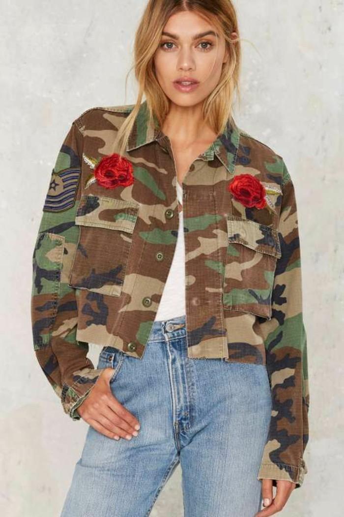 veste-camouflage-femme-broderie-roses-jean-delave