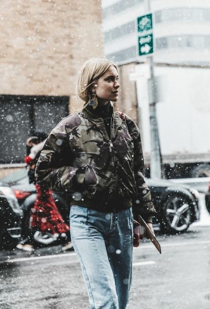 veste-style-bomber-veste-camouflage-femme-jean-delave