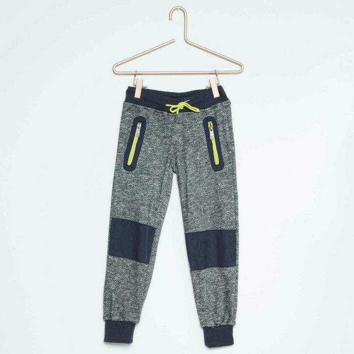 vetement-de-sport-enfant-kiabi-pantalon-en-gris-resized