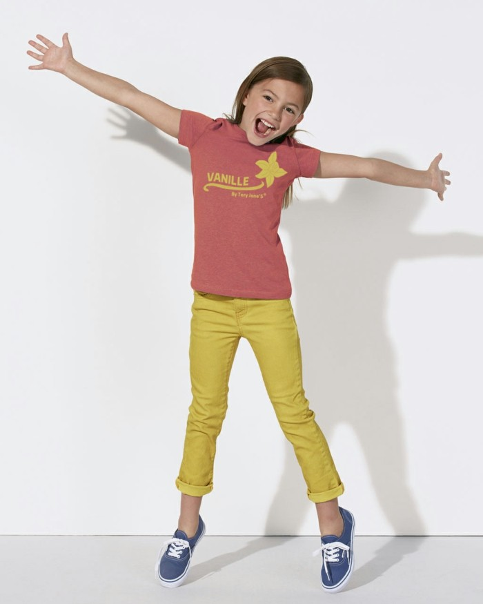 vetement-de-sport-enfant-tery-jones-t-shirt-vanille-en-coton-bio-resized