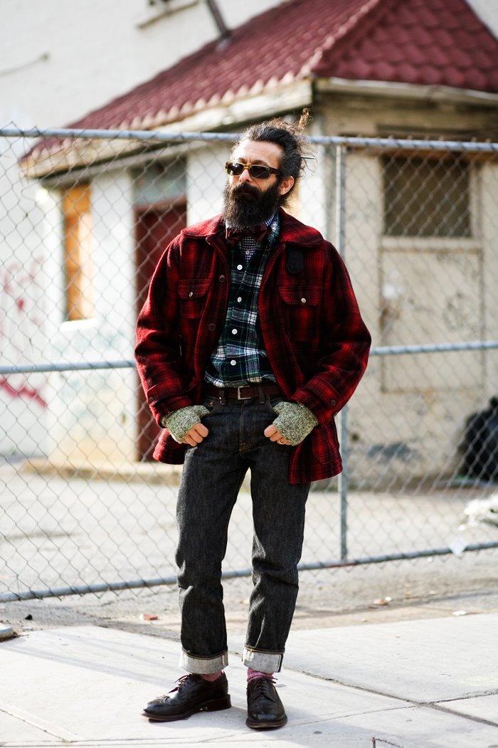 vieux-hipster-vintage-barbe-homme-longue-man-bun-chignon-veste-carreaux-bucheron