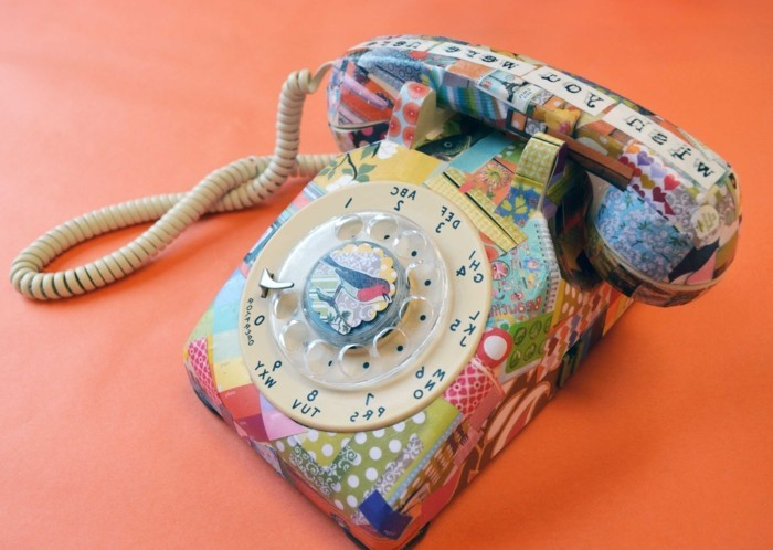 vieux-telephone-vintage-transforme-en-une-jolie-decoration-maison-a-l-aide-de-la-technique-du-deco-patch
