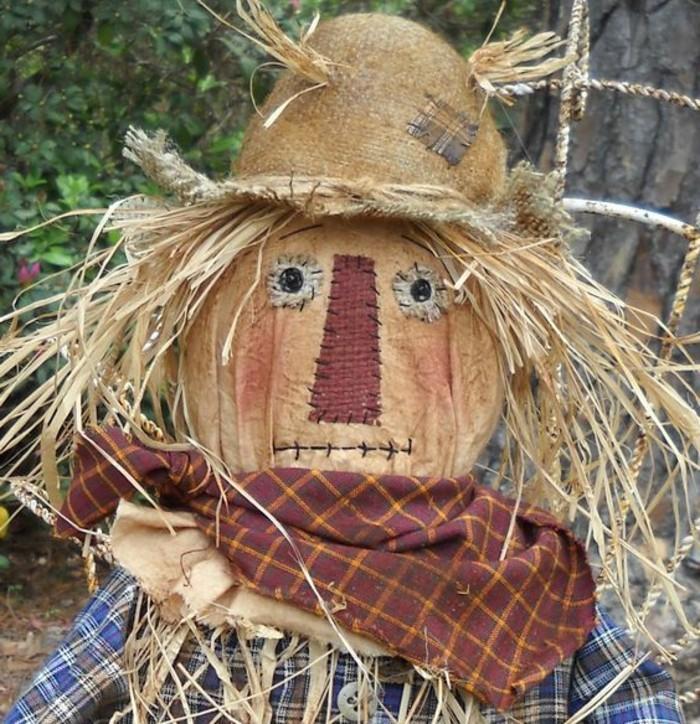 epouvantail-a-moineaux-foulard-chemise-chapeau