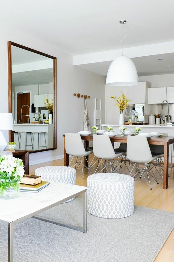 1-amenager-salon-salle-a-manger-table-rectanguaire-design-haute-en-bois-fonce-chaises-blanches
