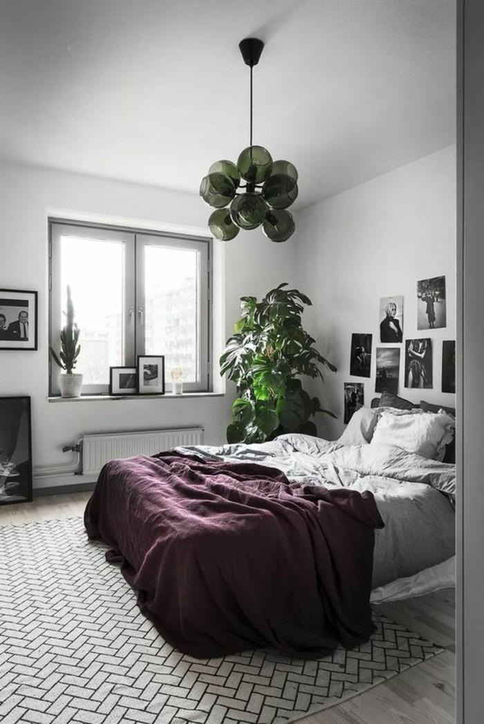 1-couverture-de-lit-satin-violette-fonce-tapis-gris-chambre-a-coucher-design