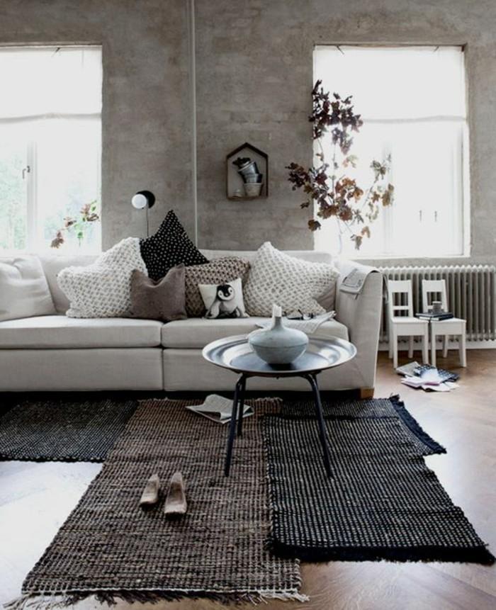1-salon-en-longueur-couleur-beige-tapis-noir-et-marron-table-ronde-sol-en-parqeut