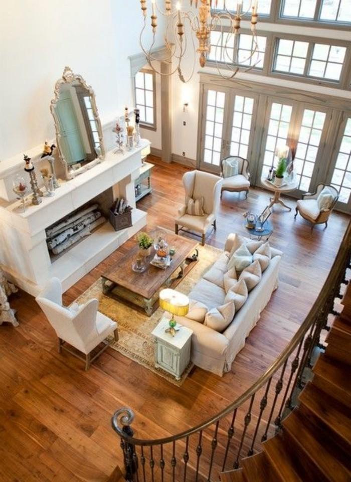 1-salon-en-longueur-sol-en-parquet-bois-naturel-lustre-baroque-canape-et-fauteuils-beige