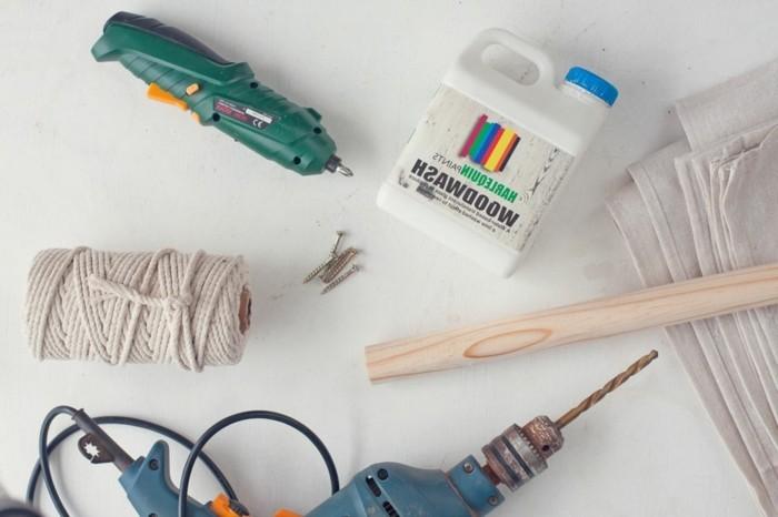 materiaux-necessaires-pour-fabriquer-un-tipi-pour-votre-enfant-poteaux-en-bois-perceuse-toile-de-bache-peinture-corde