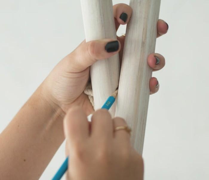 determiner-l-emplacement-des-autres-poteaux-de-bois-pour-fabriquer-un-tipi
