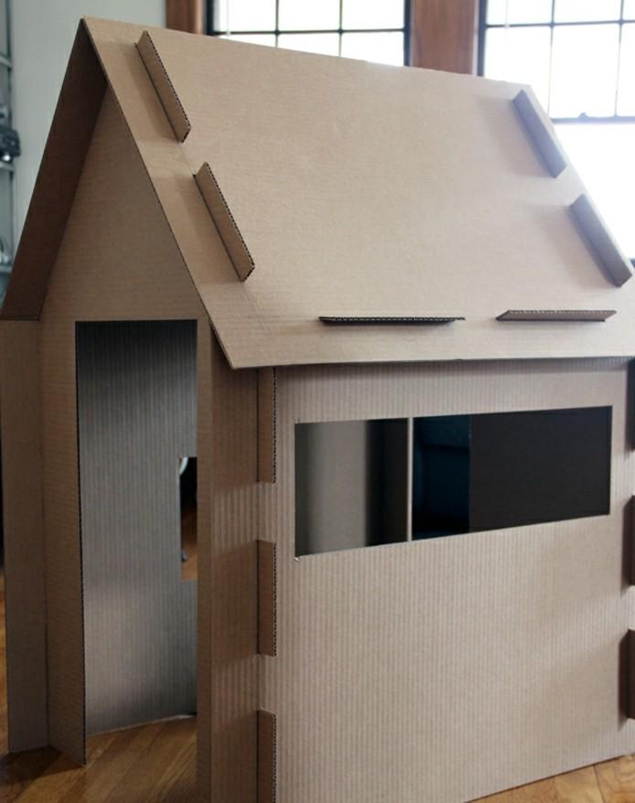 une-cabane-en-carton-simple-pour-votre-enfant-idee-diy-pour-fabriquer-une-maisonnette-de-jeux
