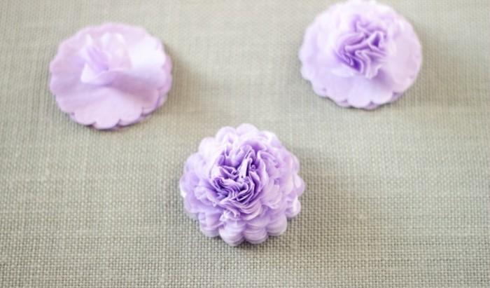 remonter-toutes-les-couches-de-tissu-pour-realiser-votre-projet-de-fleur-en-papier-de-soie