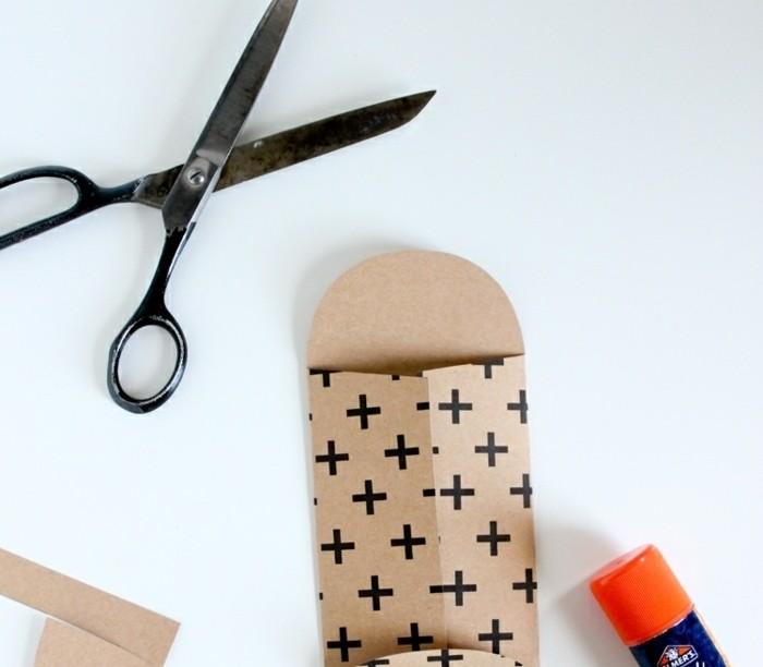 pliage-enveloppe-miniature-idee-pour-faire-une-enveloppe-a-motifs-divers