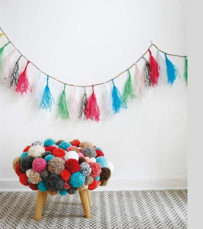 comment-faire-un-pompon-couverture-de-tabouret-coloree