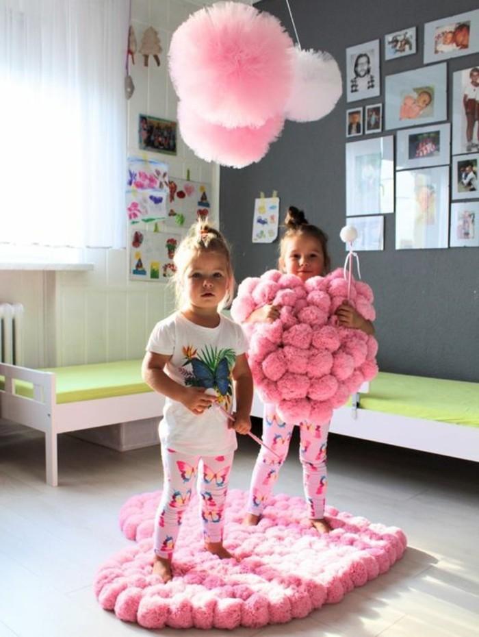 comment-faire-un-pompon-princesses-heureuses-chambre-en-rose
