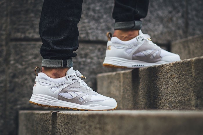 reebok-ventilator-femme-blanches-cuir-grise-classic
