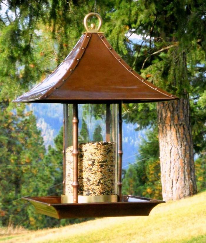 abri-oiseaux-maison-mangeoir-dans-la-montagne-idee-creative