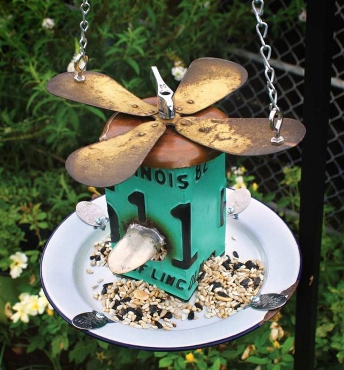 abri-oiseaux-mangeoir-creatif-ailerons-nourriture-art-contemporain