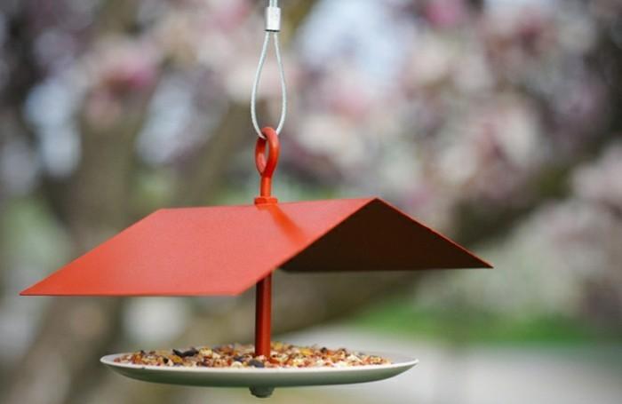 abri-oiseaux-toit-rouge-maison-en-miniature