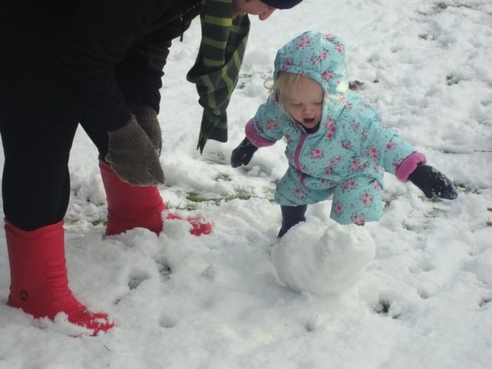 activité-bonhomme-de-neige-hiver-noel-bonhome-a-l-aide-de-votre-enfant