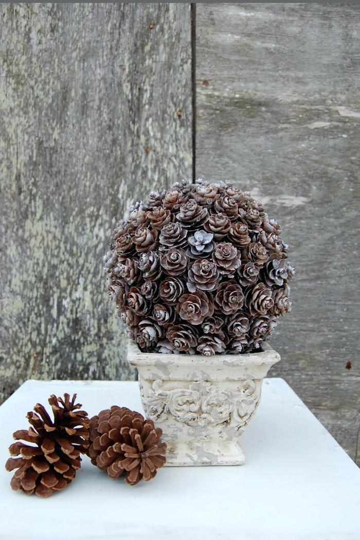 idée decoration pomme de pin, diy bouquet de pommes de pin en forme de roses, idée DIY déco extérieure pour Noël
