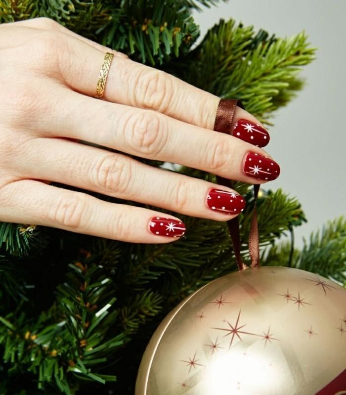adorable-nail-art-noel-facile-manicure-noel-boule-de-noel