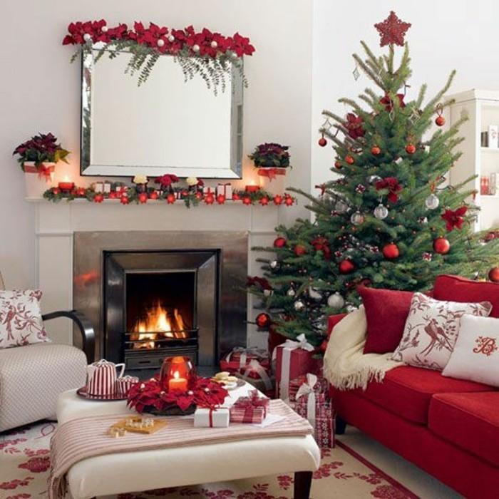 agrement-decoration-sapin-de-noel-maison-festive-cheminee-canape-rouge