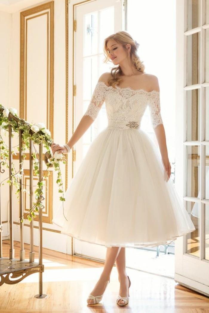 amour-et-mariage-robe-de-mariee-courte-jolie-chouette-idee-mariage-robe-avec-manches