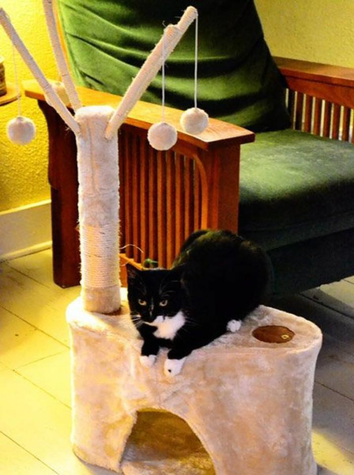 arbres-a-chats-arbre-pour-chat-en-tapisserie-rose-peluche
