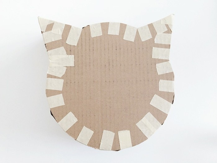 assembler-les-pieces-idee-comment-fabriquer-un-visage-de-chat-en-carton-simple-resized