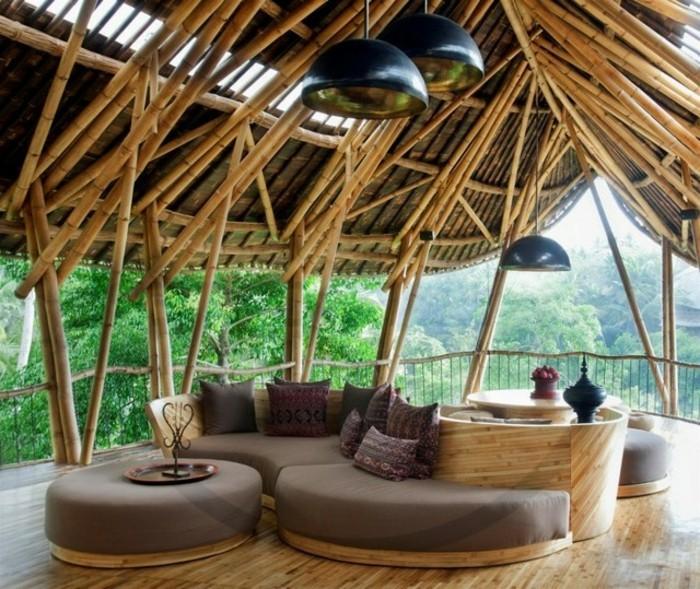bambou-sec-terrase-exotique-canape-en-bois-coussins-en-motifs-ethniques-vue-stupefiante