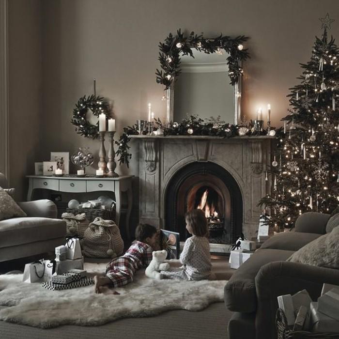 belle-decoration-enfants-ouvrir-les-cadeaux-ravissante-decoration-sapin-sapin-de-noel-deco