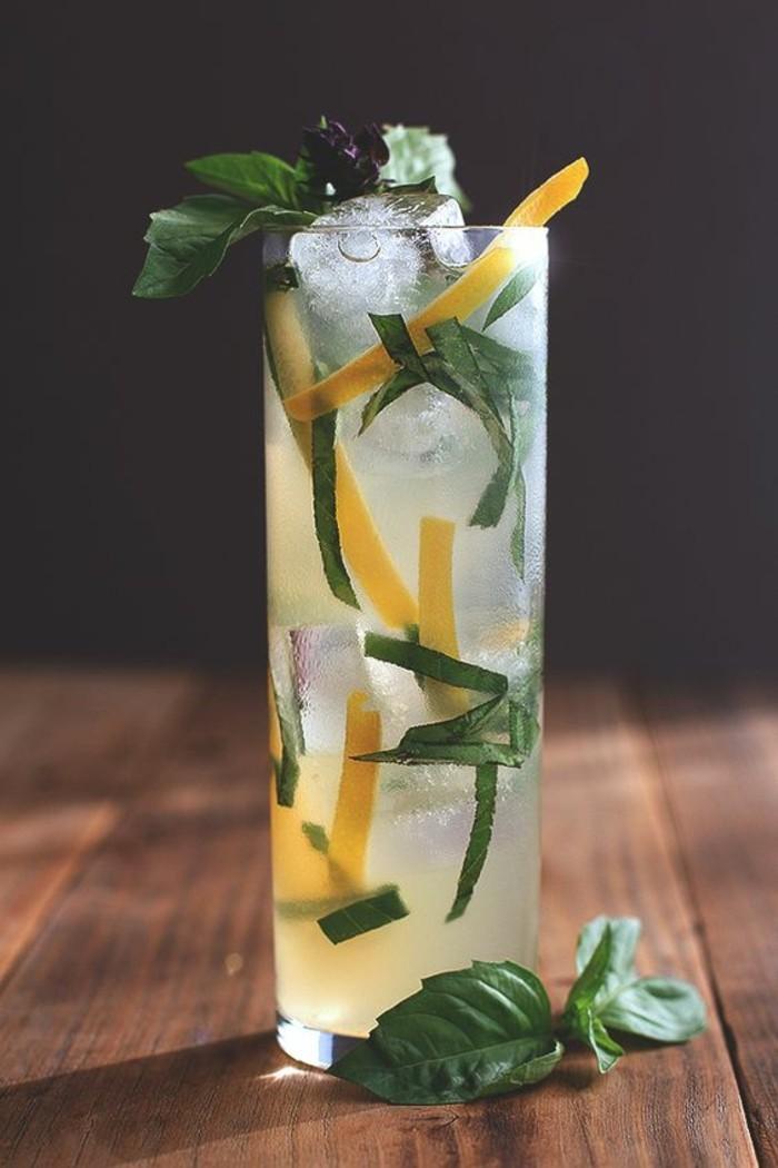 boisson-rafraichissante-servie-avec-orange-confite-recette