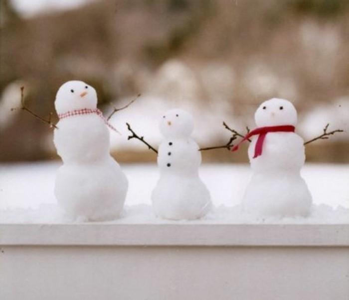 bonhomme-de-neige-a-fabriquer-cool-idee-activite-dehors-adorables-petits