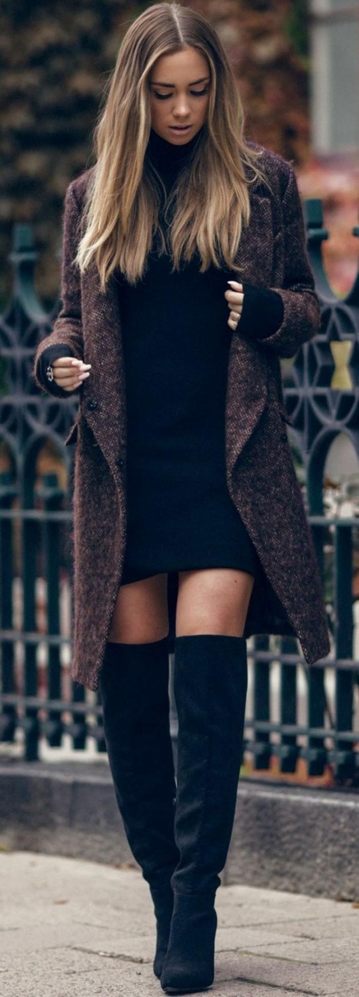 bottes-cavalieres-en-cuir-velours-robe-noire-manteau-tweed-femme