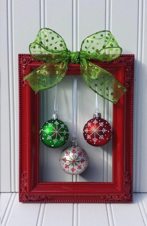 boules-de-noel-cadre-photo-cadeau-ruban-vert