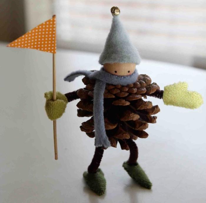 idée pomme de pin deco noel à faire soi-même, bricolage pomme de pin, figurine bonhomme de neige en pomme de pin
