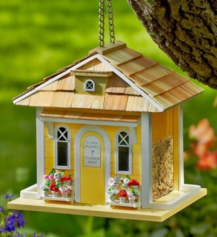 cabane-a-oiseaux-mini-maison-jaune-toile-en-bois-fleurs-veranda