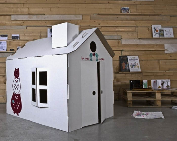 cabane-carton-blanche-diy-a-fabriquer-soi-meme-pour-surprendre-son-enfant-pour-une-occasion-speciale