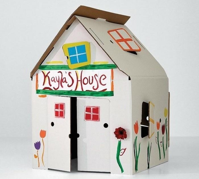 cabane-en-carton-blanche-personnalisee-idee-pour-une-maisonnette-enfant-fille-a-faire-soi-meme