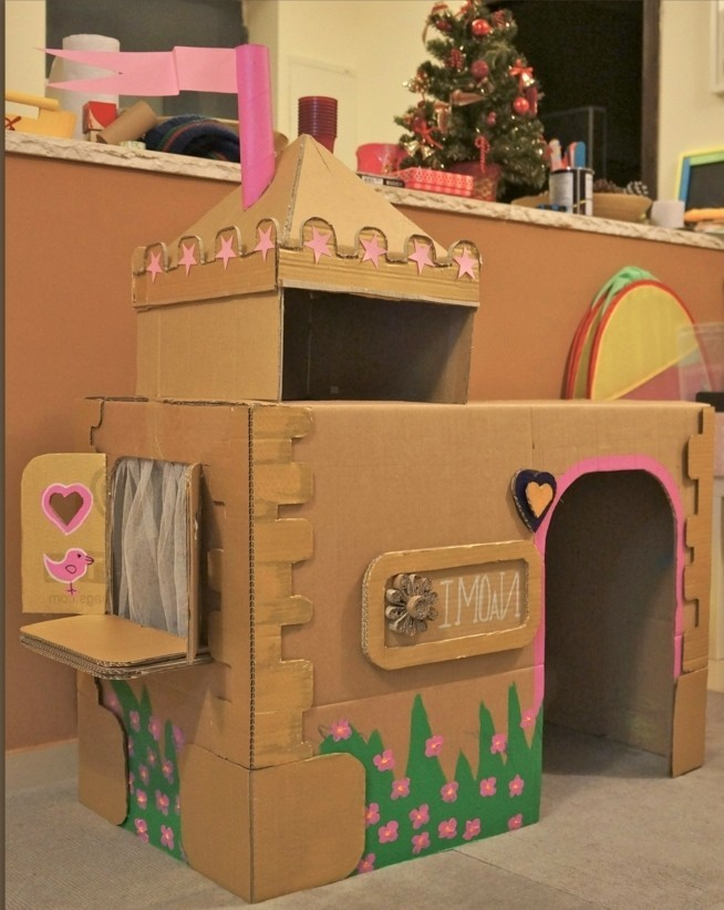 cabane-en-carton-tres-grande-pour-votre-petite-princesse-amenagement-coin-de-jeux-genial