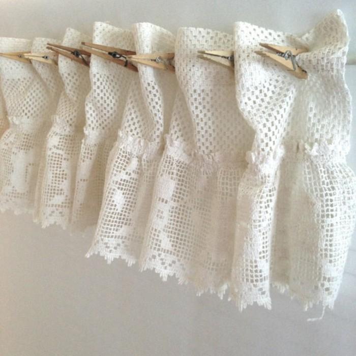 Modele de rideau pour fenetre 10 id es pour habiller les for Modele de grillage pour fenetre