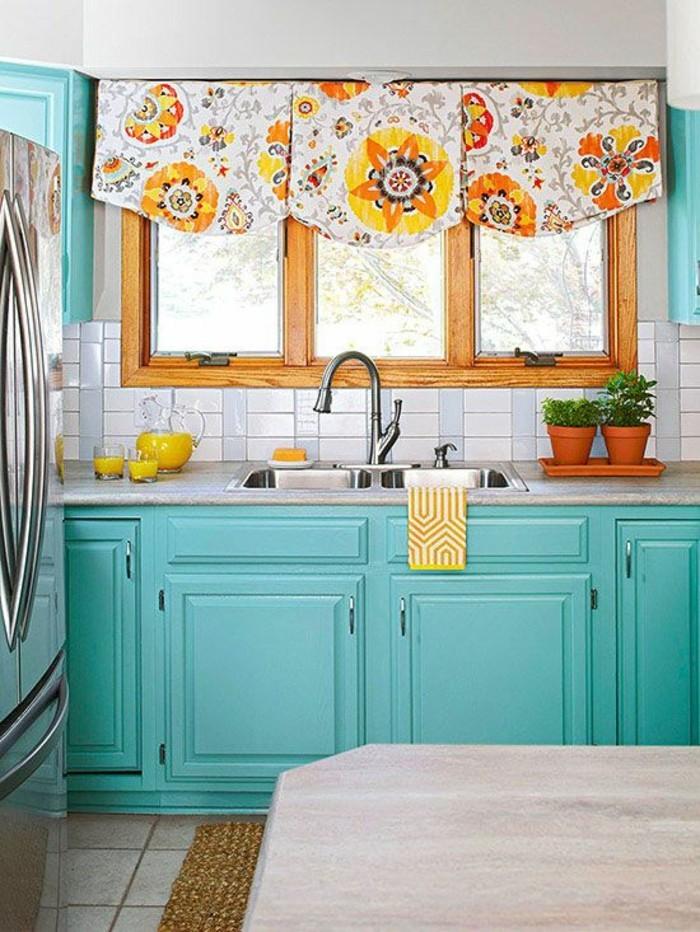 cantonniere-en-bleu-turquoise-qui-est-un-beau-complement-a-lameublement