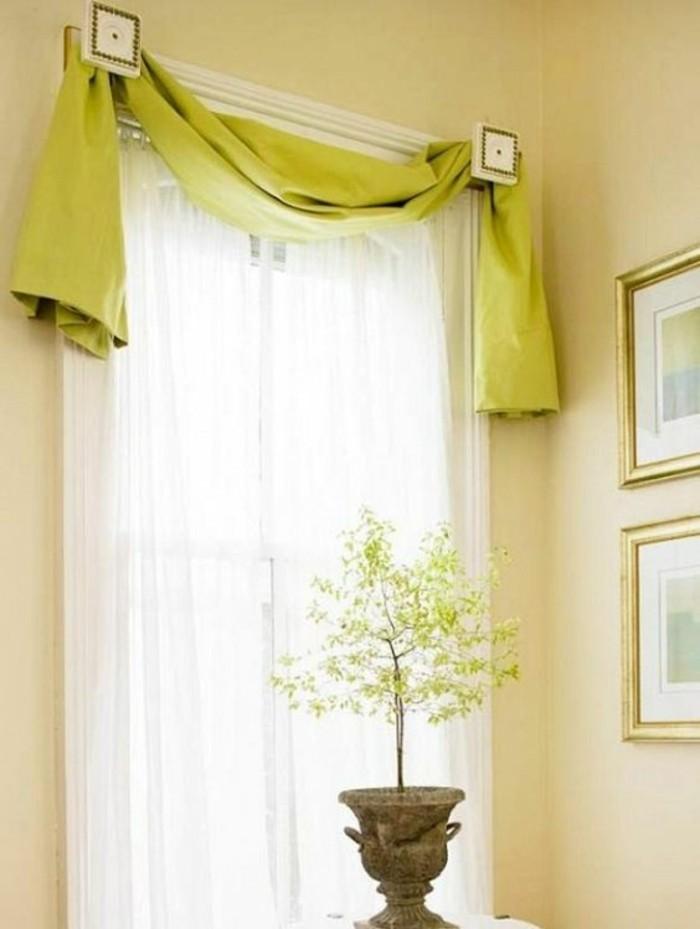 cantonniere-en-vert-reseda-pour-les-rideaux-d-une-grande-vitre