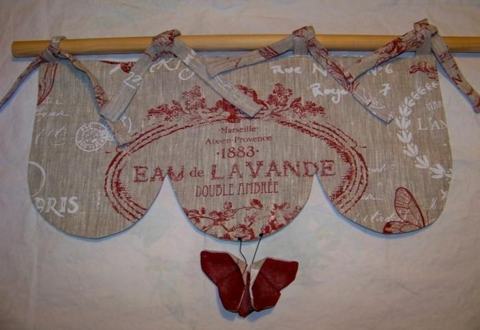 cantonniere-lin-avec-des-coeurs-et-es-carreaux-en-rouge-et-blanc A little market