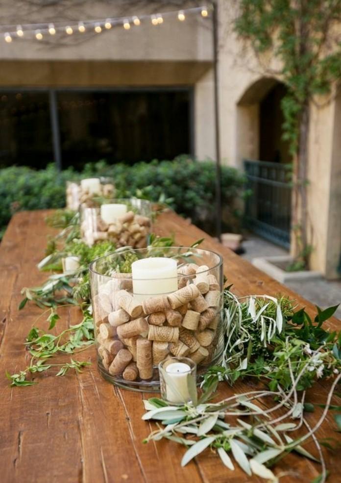 centre-de-table-decore-de-bouchons-de-liege-table-en-bois