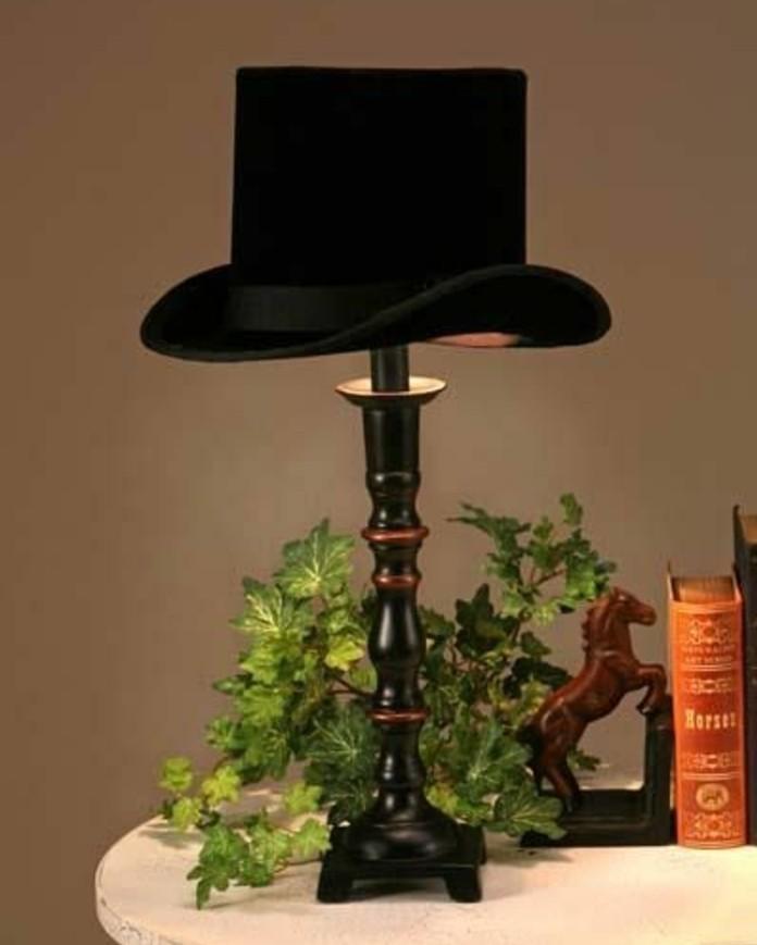 chapeau-melon-noire-transforme-en-abat-jour-idee-originale-pour-fabriquer-un-abat-jour-piece-vintage