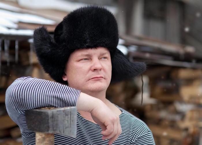 chapeau-russe-une-chapka-homme-ouchanka-bonnet-russe-siberie